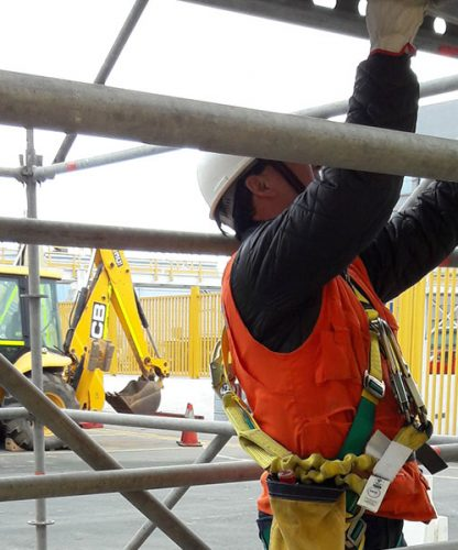 Seguridad aplicada a trabajos en armado de andamios (estándar minero)