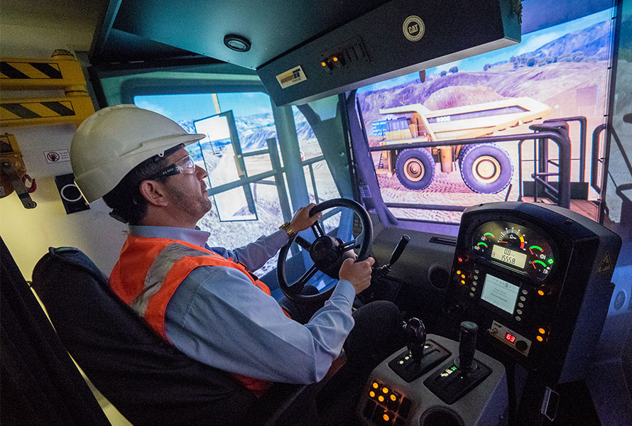 Operador de Equipos de Servicios y Camiones de Alto Tonelaje